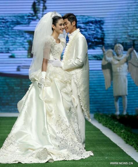 China Fashion Week Wedding Dresses And Rabbit Hair Reign China Org Cn