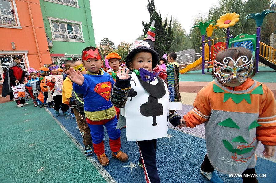 Children show Halloween costumes in a kindergarten in Handan City, north  China\u0027s Hebei Province,