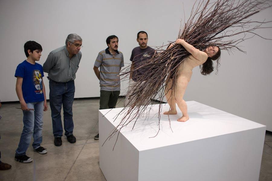 ron mueck depicting realism through sculpture china org cn