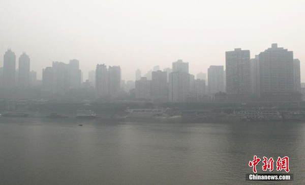 Heavy smog and fog hit Chongqing, on Dec. 4, 2013.