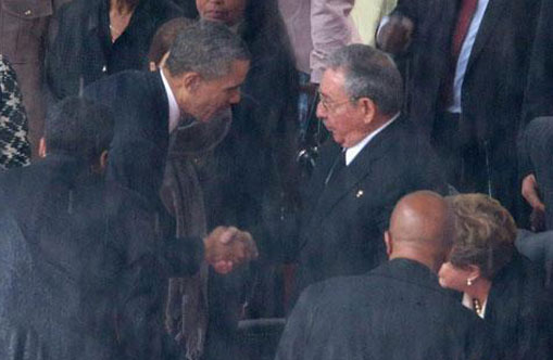 Obama and Castro shake hands at Mandela's memorial service