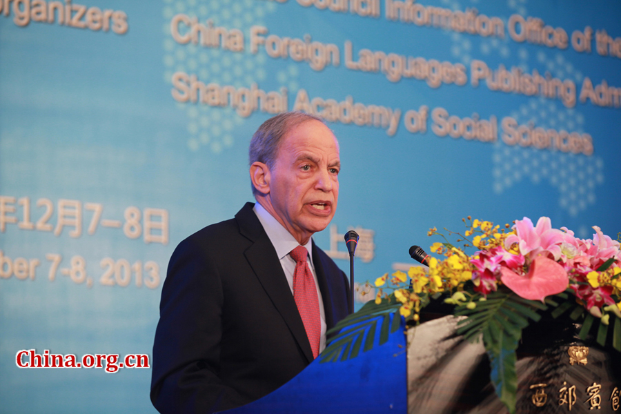 Kenneth Lieberthal, senior researcher of the Brookings Institution, gives a keynote speech at the opening ceremony of International Dialogue on the Chinese Dream in Shanghai on Dec.7, 2013. [China.org.cn]