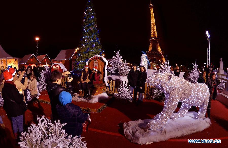 Christmas decoration & lightening in Paris - China.org.cn