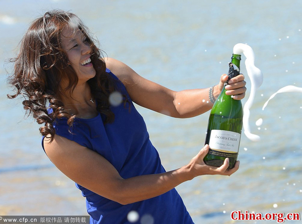 Li Na takes part in a photoshoot with her trophy cup along the sea shores of Melnourne, Australia, after beating Slovakia's Dominika Cibulkova in the women's singles final at the 2014 Australian Open held in Melbourne on Jan. 25, 2014. [Photo/CFP]