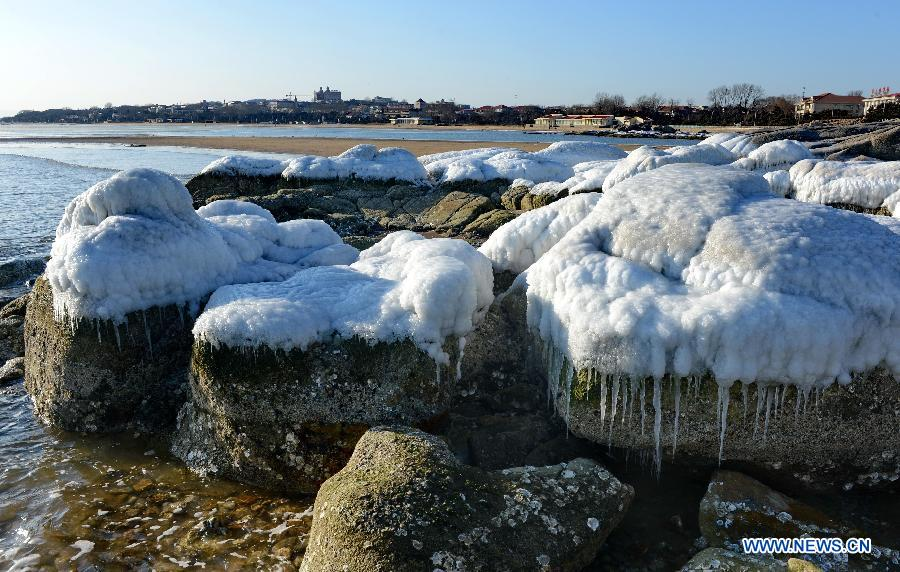Sea ice appears on beach of Beidaihe, Qinhuangdao City ...
