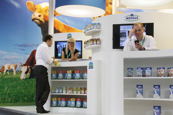 A Dutch dairy company's booth at an international exhibition in Beijing. China imported 1.52 million tons of dairy products from January to November 2013,up 35.7 percent. [Wu Changqing/China Daily]