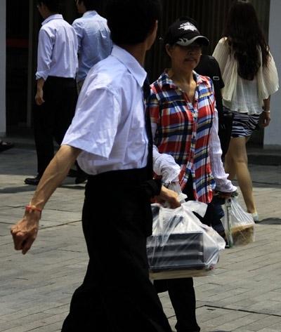 北京CBD午餐调查:看看白领都吃些啥?(组图)