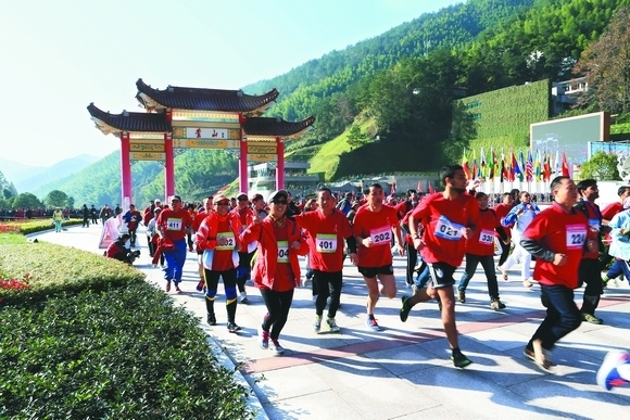 China Huangshan International Mountain-Climbing Competition kicks off