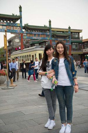 Guan Qianyun and Lu Lu (College graduates)