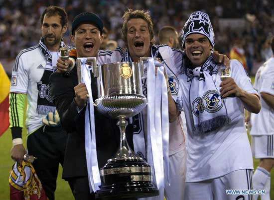 players of real madrid celebrate with the trophy after winning the spanish king s cup final between fc barcelona and real madrid at the mestalla stadium in