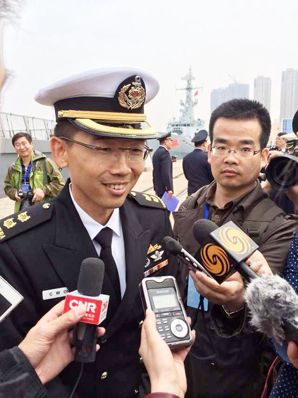 The commander of a Singaporean frigate speaks to reporters upon his arrival in Qingdao, East China's Shandong province, April 20.[Photo/China Daily]