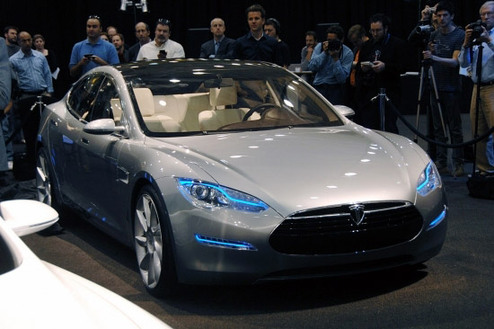 Tesla Motors Inc hopes to launch a nationwide charging and service network for its electric vehicles by as early as 2015.