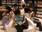 Chinese adults read more books, fewer newspapers