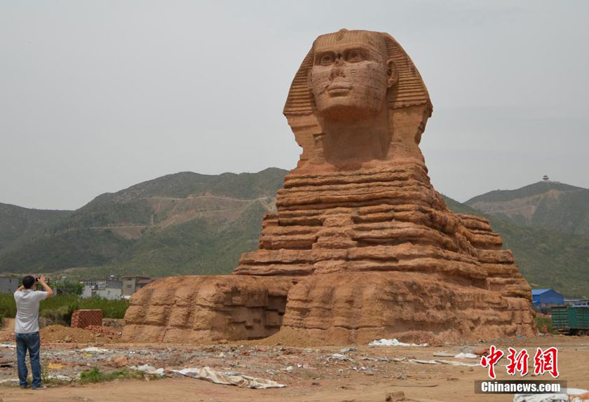 A copy of Egypt's famous sphinx is built in a village in Hebei province, housing a film and TV studio inside. [Photo/Chinanews.com]