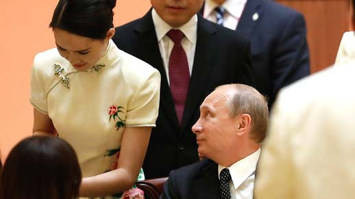 CICA banquet waitress catch Putin's eyes