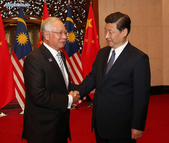 Chinese President Xi Jinping (R) meets with Malaysia's Prime Minister Najib Razak in Beijing, capital of China, May 30, 2014.