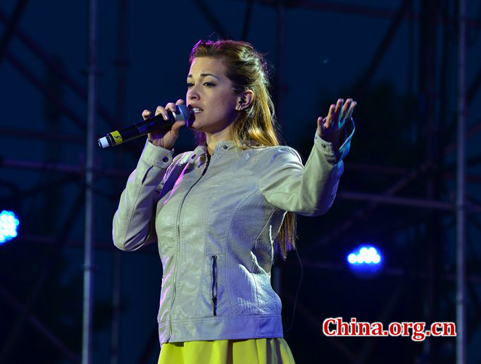 Tamela Hedström sings at the 'Night of the Latin American and Caribbean Music'. [Photo by Han Lin/China.org.cn]