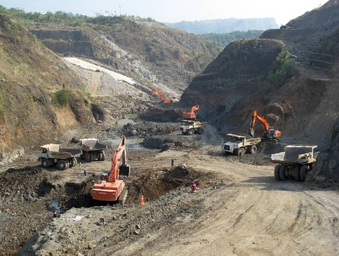 China's Sinohydro Corporation has teamed up with Indonesian firms to build Indonesia's second largest dam, the Jatigede Dam. [China.org.cn]