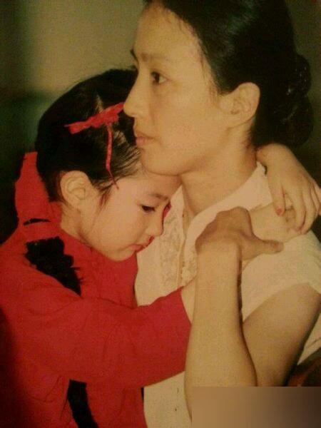刘亦菲家人照片曝光 神仙姐姐自嘲 家里最丑