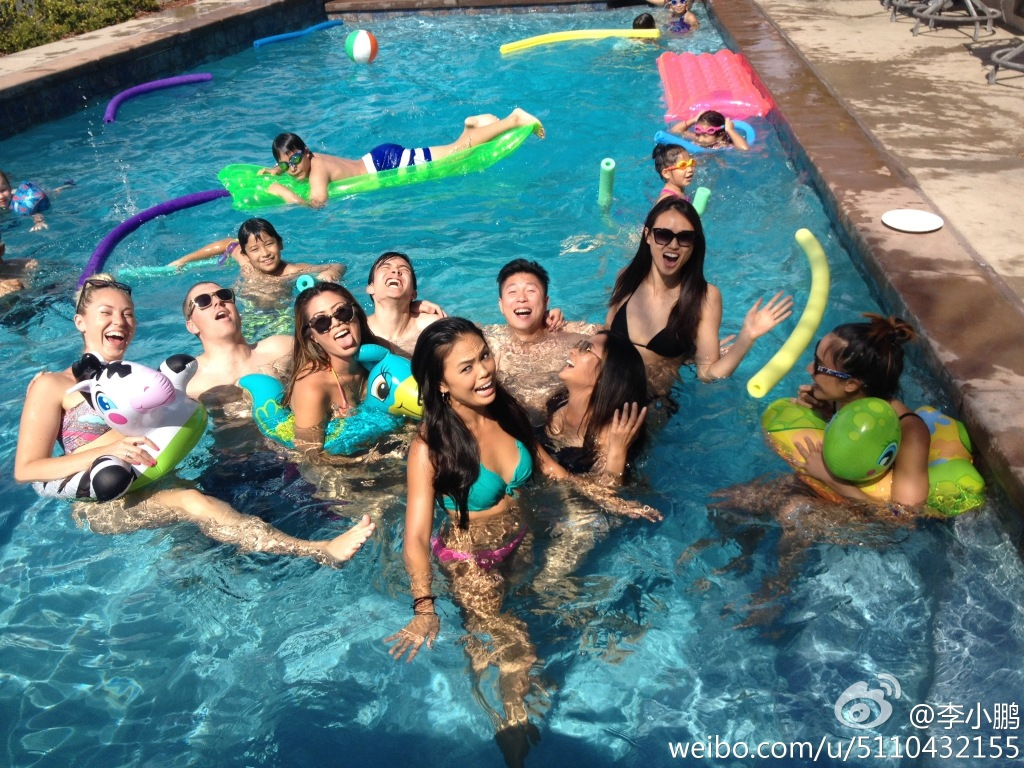 swimming pool with friends. Delighful Swimming Chinese Celebrity Li Xiaopeng Celebrates His Birthday With Wife  Daughter And Friends In A Luxurious Swimming Pool On July 27 2014 Photoweibocom To Swimming Pool With Friends