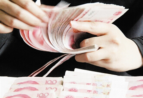 China is strengthening its policy on yuan internationalization by promoting wider use of the currency around the world.