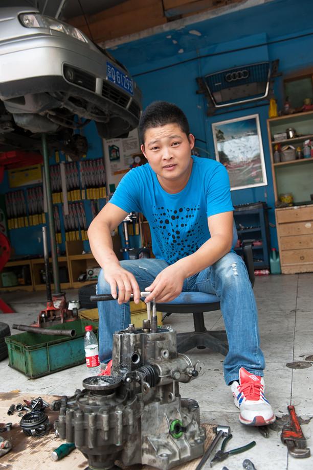 Guo Yanqing (Garage manager)
