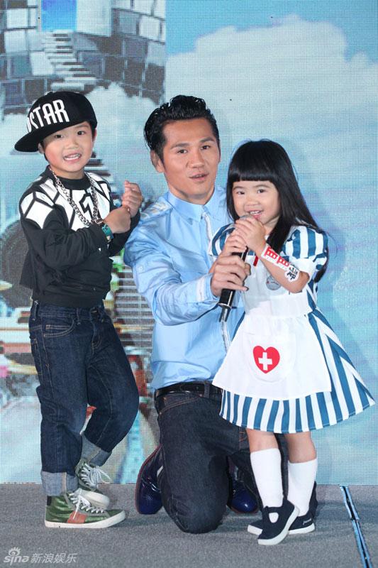 北京 曹格/曹格26日在京举行发布会,宣布将于11月8日在北京开演唱会拉开...