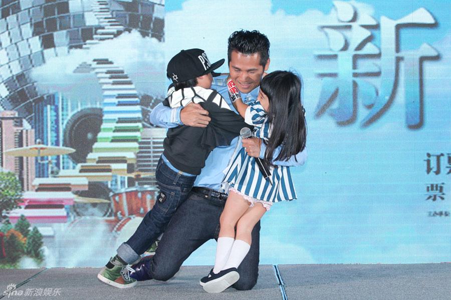曹格 北京/曹格26日在京举行发布会,宣布将于11月8日在北京开演唱会拉开...