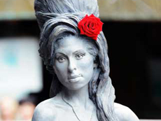 Amy Winehouse statue unveiled in London