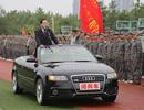 """安徽高校校长乘奥迪敞篷车""""阅兵"""""""