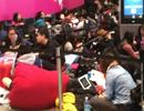 中国人被指占领海外苹果店 太过热情惹非议
