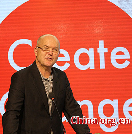 Mark Breitenberg, special assistant to the president of Art Center, delivers a speech at the opening ceremony for the 'Create Change' Design Forum in Beijing on Sept. 26, 2014. [Photo by Li Shen/China.org.cn]