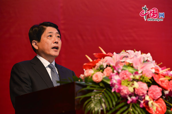 Liu Weiping, Governor of Gansu Province, delivers a keynote speech at the opening ceremony of the 3rd International Culture Industry Conference, which opened in Lanzhou on Thursday. [Photo by Chen Boyuan / China.org.cn]