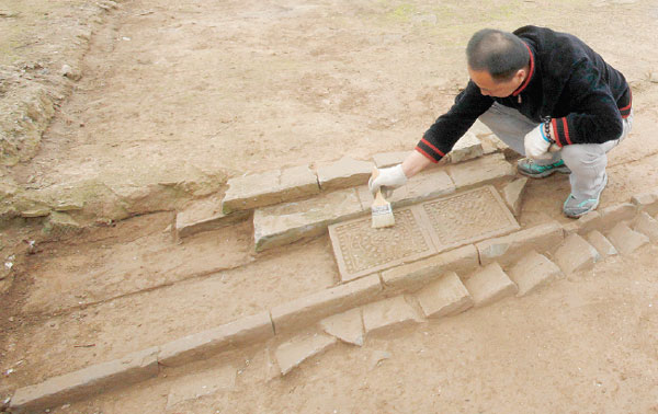 The excavation team member works on the site of the ruins of Daming Palace. Provided to China Daily