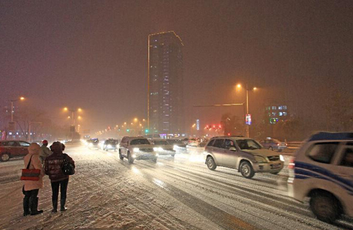 Temperatures plummet as cold front sweeps north of China