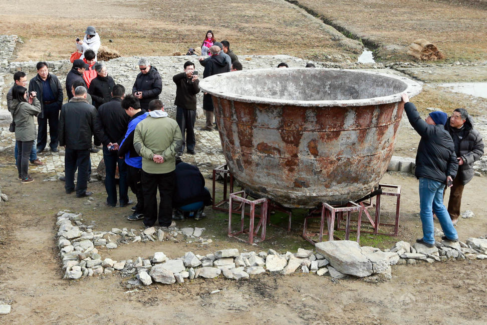 Chinese Archaeologists have completed excavating the site of the ancient city of Sizhou in Xuyi county in East China's Jiangsu province.