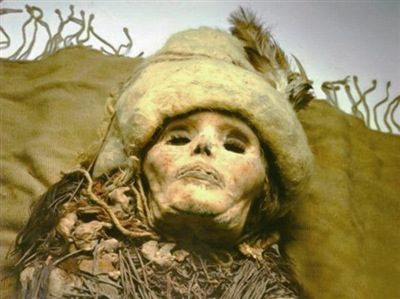 A 3,500-year-old perforated female skull has been discovered at the Xiaohe tomb complex, which contained the largest number of mummies to have been found in the world, in northwest China's Xinjiang Uygur Autonomous Region.