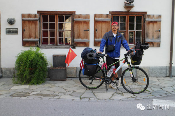 Xu Jiangjun decided to cycle around Europe, equipped with just a bike and a frisbee. [File photo]
