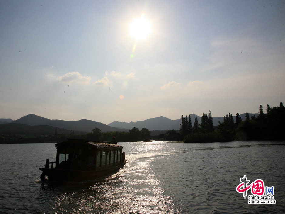Beautiful Scenery Of West Lake Scenic Spot In Hangzhou