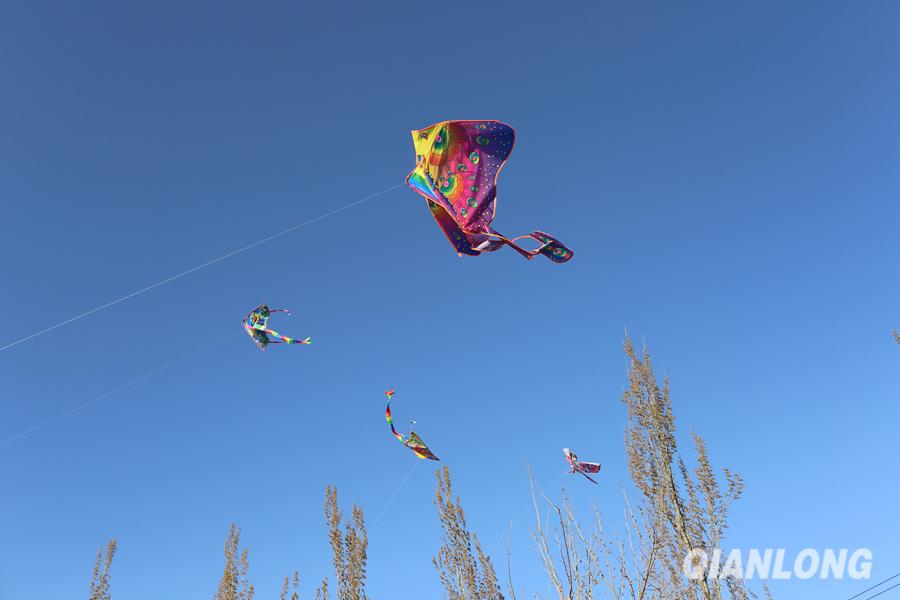 北京志愿者与孤残儿童春游放风筝