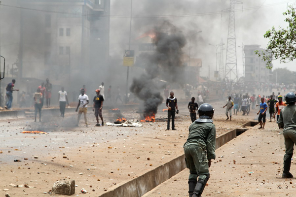 Guinea's opposition protest against insecurity turns violent Monday in the country's capital Conakry, with gun shots heard and injuries reported. [Photo/Xinhua]