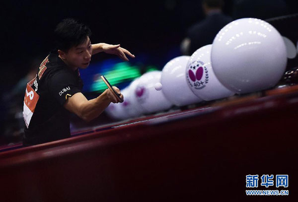 Ma Long competes against Frenchman Emmanuel Lebesson during the Men's Singles match at the Qoros 2015 World Table Tennis Championships in Suzhou, city of east China's Jiangsu Province, on April 29, 2015. Ma Long won the match 4-1. [Xinhua]
