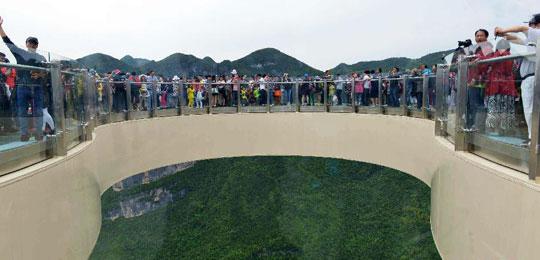 重庆云阳:绝壁廊桥步步惊心