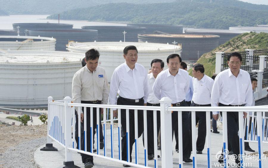 Chinese president Xi Jinping visits Zhoushan Islands, east China's Zhejiang province, on May 25, 2015. [Photo: Xinhua]