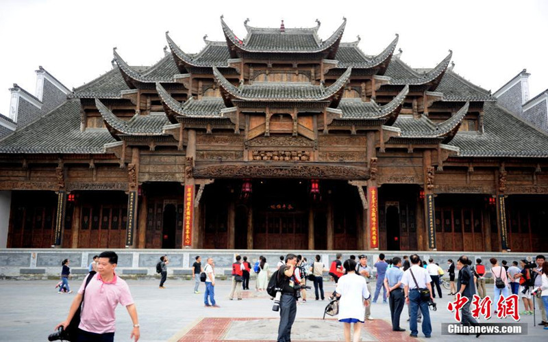 "Qiannan China  city photo : The ""Caotang Theater Building"" of Weng'an county. Chinanews.com ..."
