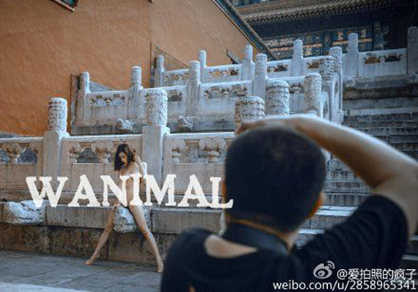 A nude photo taken in the Forbidden City. [Photo/Weibo]