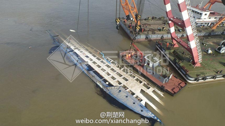Rescuers Turns Over Capsized Ship Chinaorgcn - Cruise ship turns over