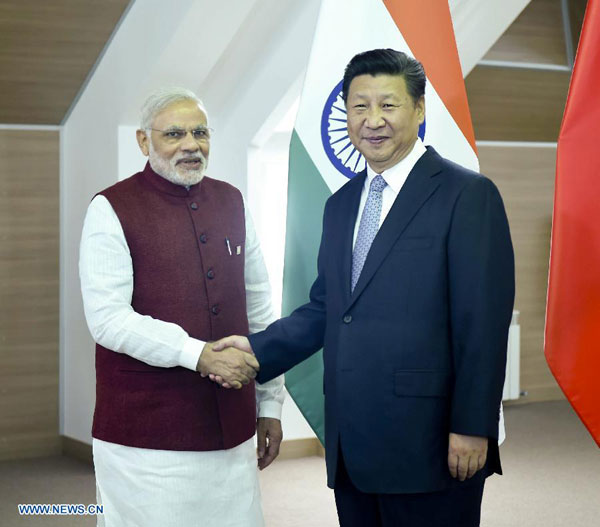 Chinese President Xi Jinping (R) shakes hands with Indian Prime Minister Narendra Modi in Ufa, Russia, July 8, 2015. [Xinhua]
