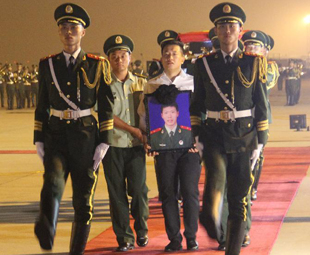 Remains of Chinese guard killed in Somalia returns home