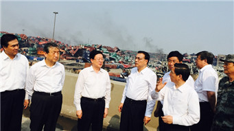 Premier Li visits site of blasts in Tianjin